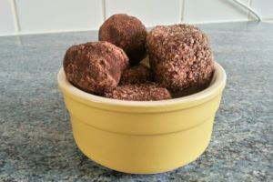 Homemade Raw Fruity Nut Ball