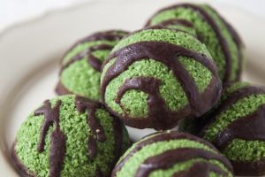 Raw Super-Green Macaroons