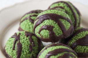 Raw Super-Green Macaroons